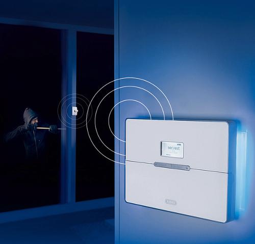 Alarmanlage kaufen: Auf bewährte Sicherheitstechnik setzen (Foto:  Secvest 2WAY Funk-Alarmanlage und Funk-Fenstersicherung FTS96E von ABUS)