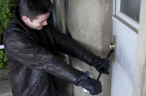 Schlechte Sicherungen ziehen Einbrecher an (Foto: © M. Siegmund / Dollar Photo Club)
