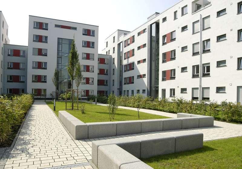 Studenten-Wohnheime mit der richtigen Sicherheitstechnik vor Diebstahl, Vandalismus und Bränden schützen.